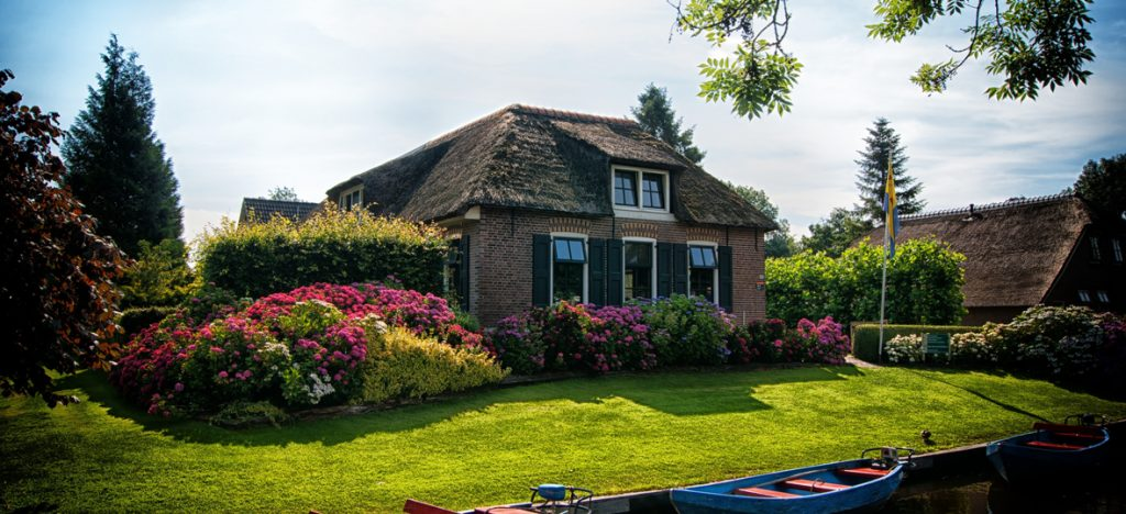 4 Landscaping tips to help sell your home